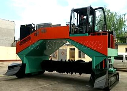 Hydraulic windrow compost turner